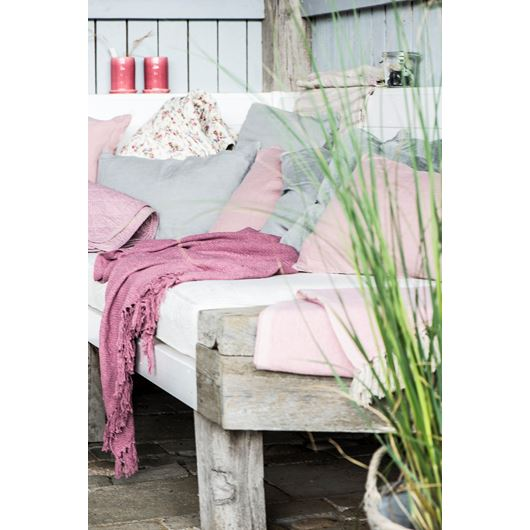 decke plaid berry ib laursen landart nordicstyles. Black Bedroom Furniture Sets. Home Design Ideas